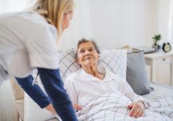 Fin de vie à domicile : des traitements bientôt plus accessibles